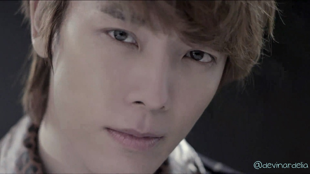 http://devinardelia.files.wordpress.com/2011/09/donghae.jpg